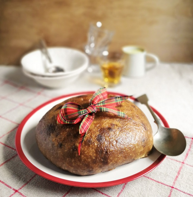 Whole_clootie_dumpling_ready_to_serve_for_Burns_night_2021