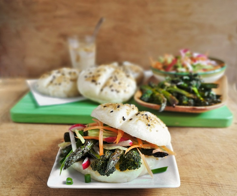 Gluten-free_sesame_steamed_buns_filled_with_asparagus_broccoli_and_rainbow_salad